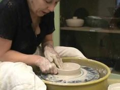 This is a demo onthings that we need to avoid when throwing a bowl or any other piece. Throwing Clay, Wheel Throwing, Ceramic Techniques, Pottery Techniques, Clay Projects, Clay Crafts, Beginner Pottery, Pottery Videos, Wheel Thrown Pottery