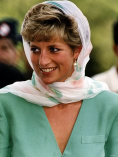 September 25, 1991:  Princess Diana during her visit to the Badshai Mosque in Lahore, Pakistan.