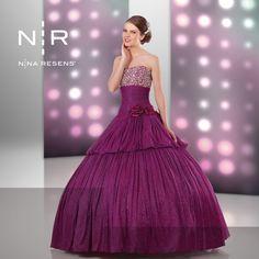 ¿Ya sabes cómo será tu vestido de XV años? Procura que te acompañe a comprar tu mamá, madrina o mejor amiga.