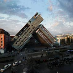 Des montages graphiques, détournement d'un même immeuble
