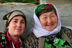 deux femmes ouzbeques. Samarcande. Ouzbequistan.