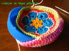❤~Crochet ~❤ Very clever idea. This makes up to be a pincushion. Crochet Home, Love Crochet, Crochet Gifts, Beautiful Crochet, Crochet Yarn, Crochet Flowers, Crochet Motifs, Crochet Granny, Crochet Stitches