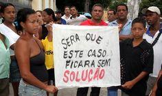 Da Agência Brasil Por decisão do júri popular, três policiais militares (PMs) acusados de torturar e matar adolescentes no Carnaval de 2006 no Recife foram absolvidos nesta terça-feira (12). Os PMs E