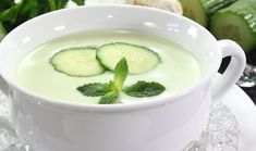 Herrlich erfrischend für heiße Tage: Kalte Gurkensuppe mit orientalischer Note  // Cool food for hot summer days: Cold and creamy cucumber soup with oriental flavor! veggie, vegetarian, healthy, clean eating