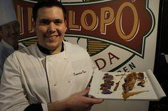Francisco Roca (Mejor Cocinero Joven de la CV 2010) posa con el plato que ha elaborado para nosotros (durante la mañana subiremos la receta a nuestras notas)    #uva #grape #embolsada #vinalopo #spain #alicante #natural #recetas