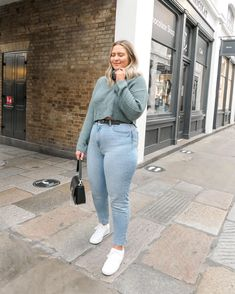 Curvy Girl Outfits, Curvy Girl Fashion, Plus Size Outfits, Cute Comfy Outfits, Cool Outfits, Fashion Outfits, Chicago Outfit, 21st Birthday Outfits, Mom Jeans Outfit