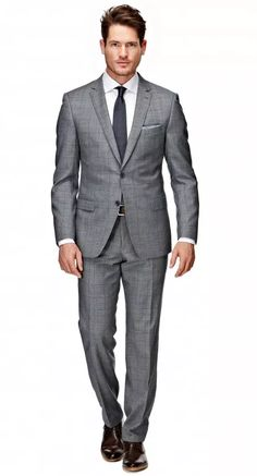Het blauw geruit Ellis pak heeft een tailored fit waardoor het goed aansluit op het lichaam. Dit pak kenmerkt zich als comfortabel en geeft het een tijdloze uitstraling. Het jasje is tweeknoops, heeft flap pockets, een notch lapel en side vents.