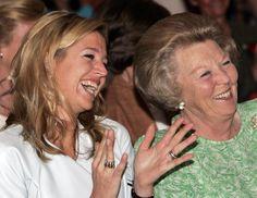 Máxima en haar schoonmoeder koningin Beatrix in 2004. © anp