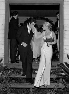JFK Jr. & Carolyn Bessette I remember seeing this photo in People mag when I was growing, they were a cute couple