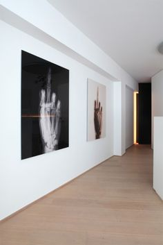wide floor boards, white walls to suit large artwork