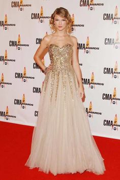 In Reem Acra at the 43rd Annual Country Music Awards. See Taylor Swift's full fashion evolution, from sequins in 2007 to her many crop tops today.