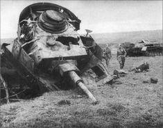 Two Soviet soldiers approach a destroyed Panzer IV tank. Panzerkampfwagen IV (PzKpfw IV), Sd.Kfz.161. Battle of Kursk, 1943.