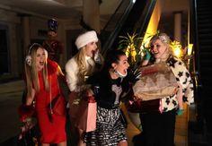 """[COM SPOILER] 1x11: Um """"Black Friday"""" para Chanel e as minions em """"Scream Queens"""" http://www.resenhando.com/2015/12/1x11-um-black-friday-para-chanel-e-as.html #ScreamQueens @Scream Queens #ChanelOberlin #Seriado #Série #FOX #JamieLeeCurtis #Resenhando #SiteResenhando"""