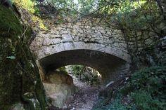 Canal du Verdon et Chapelle Sainte-Maxime - par Provence-Guide.net Week End En Amoureux, Chapelle, Ruins, France, House