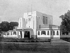 Kota Cirebon adalah salah satu kota yang terletak di Provinsi Jawa Barat, Indonesia. Berikut ini ulasan Sejarah Terbentuknya Kota Cirebon Di Jawa Barat. Dutch East Indies, Cirebon, Old Pictures, Mansions, History, Architecture, House Styles, City, World