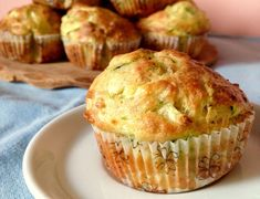 Muffins légers au thon et courgettes WW – Light Muffins with Tuna and Zucchini WW Zucchini Muffins, Bake Zucchini, Healthy Muffins, Muffin Recipes, Baking Recipes, Dessert Recipes, Recipes Dinner, Cooking For Two, Batch Cooking