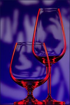 Chasingrainbowsforever: Colors ~ Purple and Red - - Wedding Colors The Purple, Purple Stuff, Red And Blue, Dusty Purple, Glass Photography, Creative Photography, Wine Glass, Glass Art, Wine Art