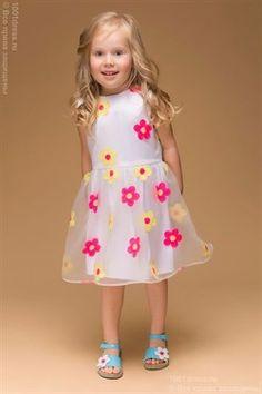 Детское белое платье с цветочной вышивкой