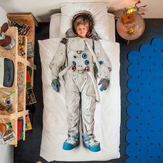 Capture your little one's imagination with this out of this world duvet and pillowcase that will turn every night's sleep into a cosmic adventure. Your child will fall in love with the final frontier with this beautifully designed and highly detailed cover and pillow case. Machine washable, it makes cleaning a snap too.