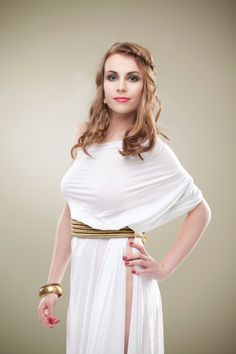 This dress was inspired by the Perizoma with a leather belt under the garnment.