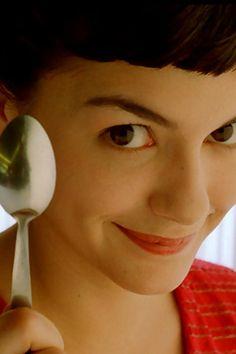 Le fabuleux destin d'Amélie Poulain, a must see movie. Faire craquer la croûte sur la crème brûlée...profiter des petits plaisirs qui assemblés forment la trame de fond de notre vie.