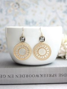 ♥´¨) ¸.•´ ¸.•*´¨) (¸.•´ ♥ ~ Gorgeous and detailed gold plated solid double sided lace round filigree earrings paired with grey black diamond glass