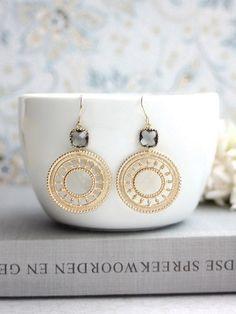 Gris diamante negro gotas de cristal, cordón plateado oro marroquí pendientes. Pendientes de filigrana de oro ronda de Boho. Novia de la boda. Regalo de las damas de honor.