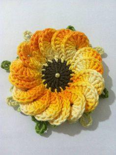 flor girassol em barbante barroco. pode ser usada em aplicações ou montagens de peças em croche quantidade e cores a escolher. R$ 6,00