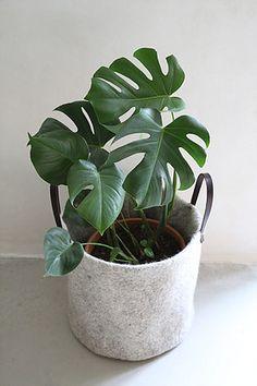 panier cache pot Pots, Textiles, Handicraft, Fabrics, Cookware, Jars, Textile Art, Flower Planters