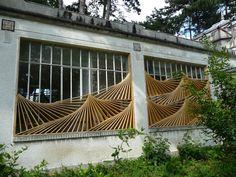 Le Comble (Les Architextures), installation artistique en bois sur le pavillon de la Tunisie, dans le jardin d'agronomie tropicale, Bois de Vincennes, Paris 12e (75)
