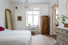 Un apartamento con la cocina en color turquesa