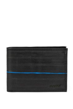 A clean and elegant wallet, inspired by the classic men's model and reinterpreted in a modern way. Practical and functional, with a simple shape and the right capacity. #innertubewallet #menswallet #veganlifestyle #upcycle