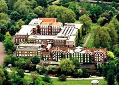 Regents College London My old stomping grounds Schools In London, London Places, A Whole New World, London City, The Good Old Days, Places To Travel, Britain, To Go, England