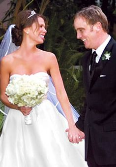 Nikki Cox and Jay Mohr at Their Wedding 2006. She is his 2nd wife. In 2011 they had son Meredith Daniel. Wife #1 was former model Nicole 1998-2004. They have a son Jackson.