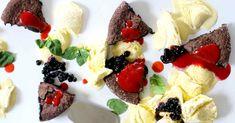 Klassikkojälkiruoka mutakakku maistuu jokaiselle ja kaikkiin tilanteisiin. Sen ei tarvitse kuitenkaan olla sokeripommi. Tämä jauhoton ja sokeriton versio vie kielen mennessään siinä missä perinteinenkin. Kesän rento kattaus syntyy jättilaatoista, joille lastataan valmiit kakkupalat ja koristeiksi kukkia tai marjoja ja lisukkeeksi vaikka jäätelöä. Ainekset: (6 annosta) 200g Stevia-suklaata 200g voita 5 munaa Steviaa/Supermakeaa 1-2rkl mantelijauhoja Kastikkeeseen …