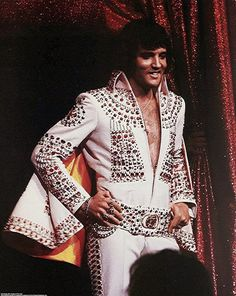 The World of Elvis Jumpsuits – 68 Pictures of Elvis Presley Performing in His Iconic Jumpsuits during the ~ vintage everyday Elvis Presley Concerts, Elvis Presley Family, Elvis In Concert, Elvis Presley Photos, Elvis Presley Movies, Lisa Marie Presley, Elvis And Priscilla, Priscilla Presley, Mississippi