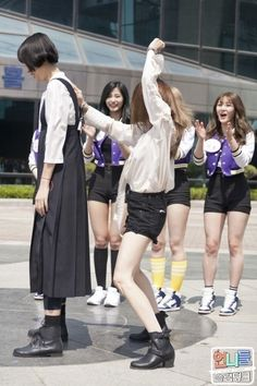 'Sisters' Slam Dunk' releases behind-the-scenes photos featuring TWICE! | Koogle TV