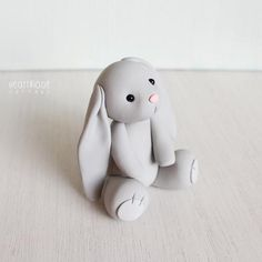 Gray Bunny Rabbit - bunny clay cake topper and keepsake - baby shower cake topper, birthday bunny - figurines by Heartmade Cottage - Hase Hase Ton Kuchen Topper und Andenken Fondant Rabbit, Rabbit Cake, Fondant Baby, Bunny Rabbit, Fondant Rose, Fondant Flowers, Fondant Cake Toppers, Fondant Figures, Birthday Cake Toppers