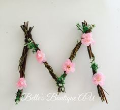 Woodland nursery twig letter, custom wooden floral letters, flower name signs - New Deko Sites Diy Home Crafts, Crafts To Make, Rustic Wall Letters, Twig Art, Nursery Letters, Nursery Signs, Flower Names, Deco Floral, Floral Letters