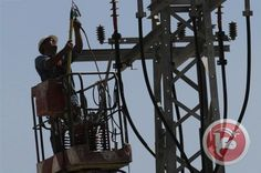 Israeli forces shoot towards Palestinian crew trying to repair Gaza electricity lines