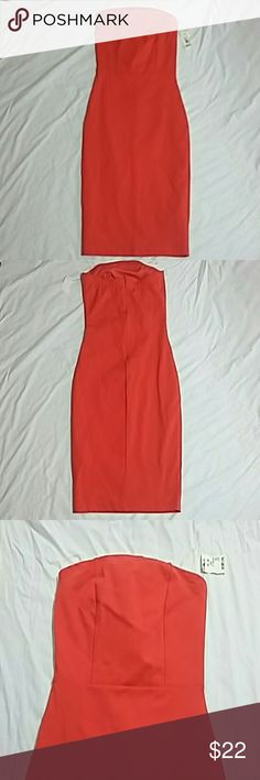 Strapless Coral Midi Fitted Dress Strapless Coral dress is fitted with invisible zipper in the back. Measurements: 30 inches from bust to hem, 13.5 across the bust, 26 waist. Fast shipper Dresses Midi