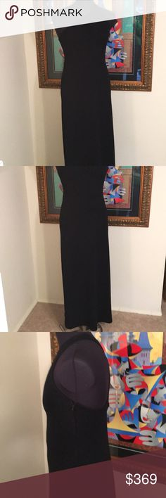 ❤️ST. JOHN EVENING KNIT GOWN/DRESS 💯AUTHENTIC ❤️ST. JOHN EVENING KNIT GOWN/DRESS 💯AUTHENTIC! STUNNING AND STYLISH ALWAYS ON TREND! TRUE SUPER HIGH END LUXURY! THE COLOR IS BLACK AND IT IS A SIZE 6. THE BUST MEASUREMENT IS 18 INCHES ACROSS AND 36 INCHES ADOUND. THE HIP MEASURES 21 INCHES ACROSS AND 42 INCHES AROUND. THE LENGTH FROM TOP OF STRAP IS 58 INCHES St. John Dresses Maxi