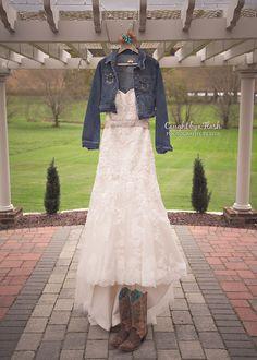 #wedding #vintage #fall #fallwedding #bride #bridal #groom #western #cowboy #cowgirl #weddingdress #country #cowboyboots #portraits #marylandphotographer