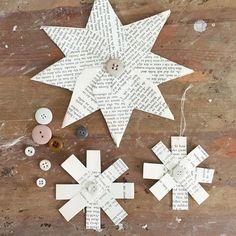 Making small stars. Have a lovely Friday! / Gamle bøker fra gjenbruksbutikken er gull verdt! Jeg elsker å bruke dem til klipp og lim. Når kveldene er mørke er det en egen kos å sitte med slike små puslerier. De minste stjernene ble jeg inspirert til å lage ut fra et bilde i det fine julemagasinet til KK. Jeg klipper  fire remser som jeg bretter på tvers og limer sammen med limstift. Deretter limer jeg alle de brettede remsene sammen til en stjerne og syr på en knapp i midten. Til slutt…