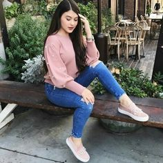 Mom Outfits, Trendy Outfits, Cute Outfits, Fashion Outfits, Western Dresses For Girl, Velvet Dress Designs, Denim Outfit, Colorful Fashion, Look Fashion