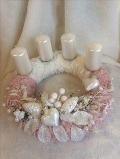 Beautiful Wreath ideas Pink Christmas, Diy Christmas Ornaments, Christmas Candy, Vintage Christmas, Christmas Wreaths, Christmas Decorations, Holiday Decor, Pink Candy, Craft Fairs