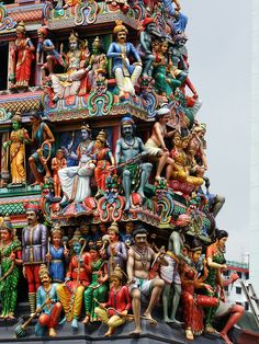 Sri Mariamman Temple, Singapore's oldest Hindu temple. The Sri Mariamman Temple was founded in 1827 by Naraina Pillai, eight years after the East India Company established a trading settlement in Singapore. Temple India, Hindu Temple, Indian Temple Architecture, Amazing Architecture, Ancient Architecture, Gothic Architecture, Photo Zen, Sri Lanka, Cultures Du Monde