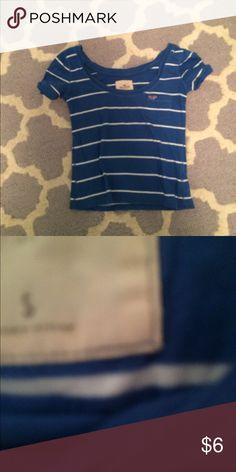 Hollister cropped tee Hollister t shirt. No flaws. Is a little cropped Hollister Tops Crop Tops