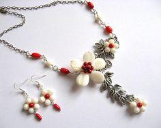 Coral si sidef, flori alb si rosu bijuterie set colier si cercei - idei cadouri femei Coral, Handmade Beads, Beaded Necklaces, Silver, Artisan, Jewelry, Jewlery, Jewerly, Schmuck