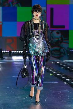 Star Fashion, Fashion Show, Fashion Trends, Women's Fashion, Fashion News, Fashion Inspiration, Boucle Jacket, Milano Fashion Week, Dolce Gabbana